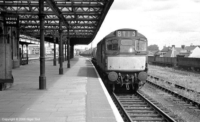 Class 27 diesel on oil wagons, Leicester Central