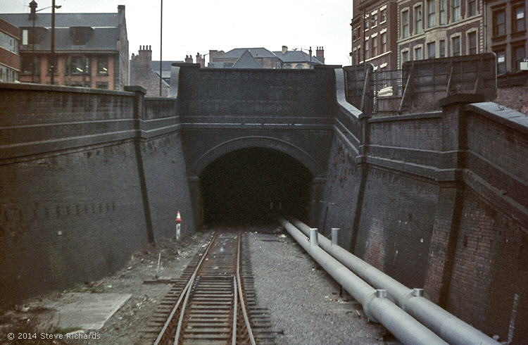 Thurland Tunnel through to Victoria Station, Weekday Cross, Nottingham